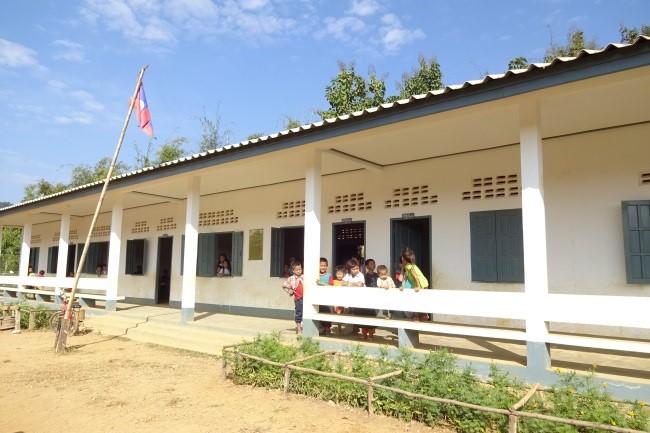 ルアンパバーン県パークウー郡ファイマク村小学校